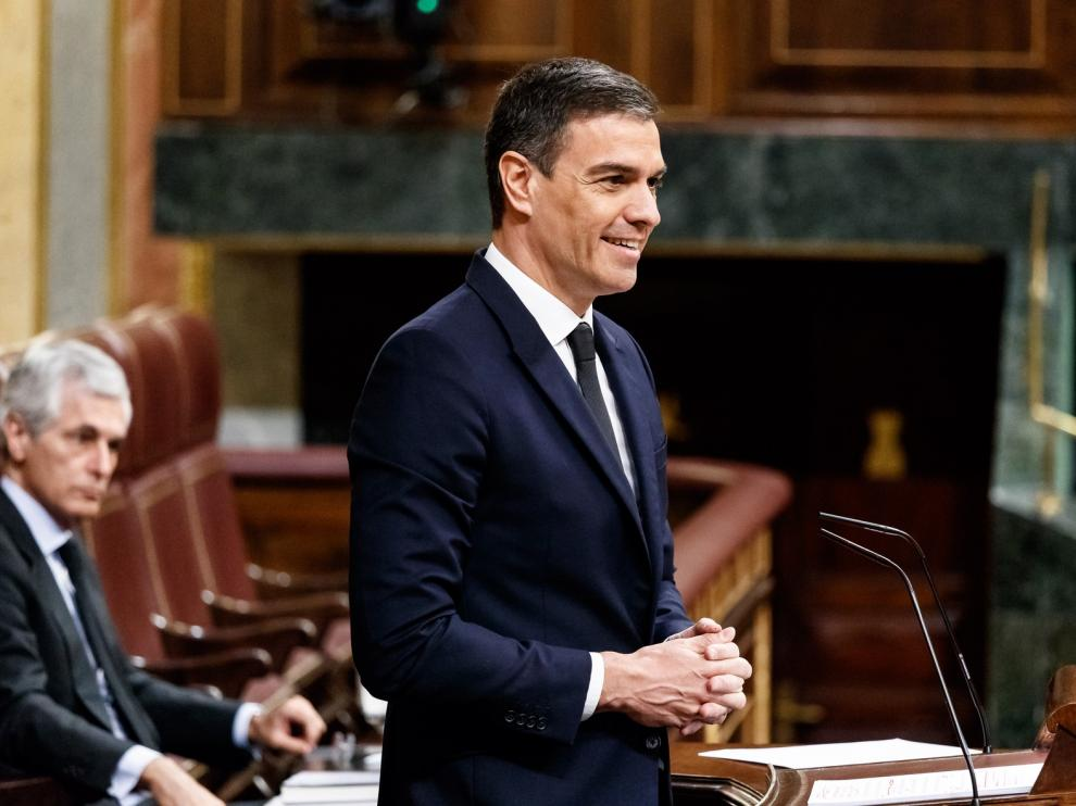 Pedro Sánchez saca adelante la última prórroga en un Congreso bronco y polarizado