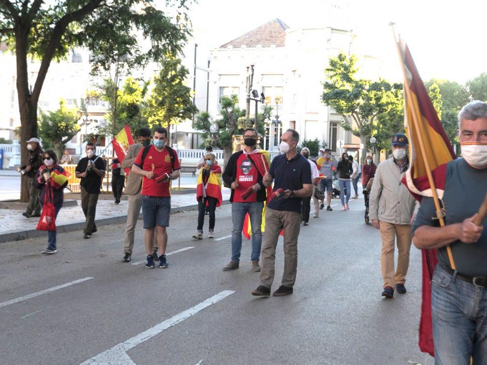 Nueva cacerolada y paseo por la dimisión del Gobierno en Huesca