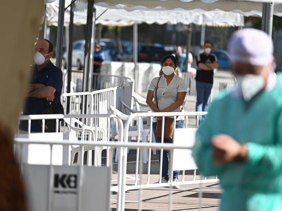 Sanidad notifica 10.799 nuevos casos en el conjunto de España, 3.125 en 24 horas, y 241 fallecidos más