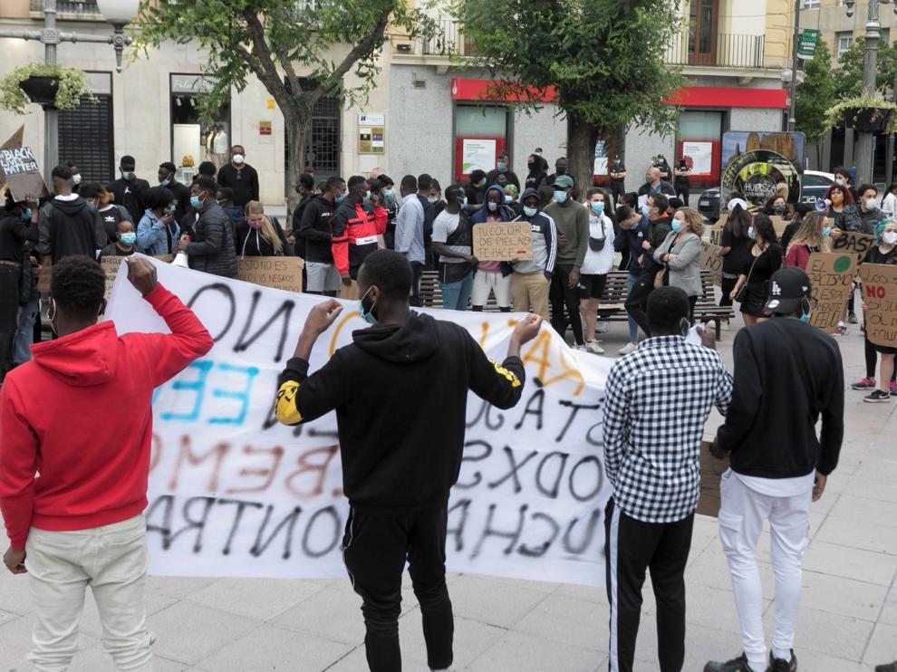 Huesca acoge una multitudinaria protesta contra el racismo