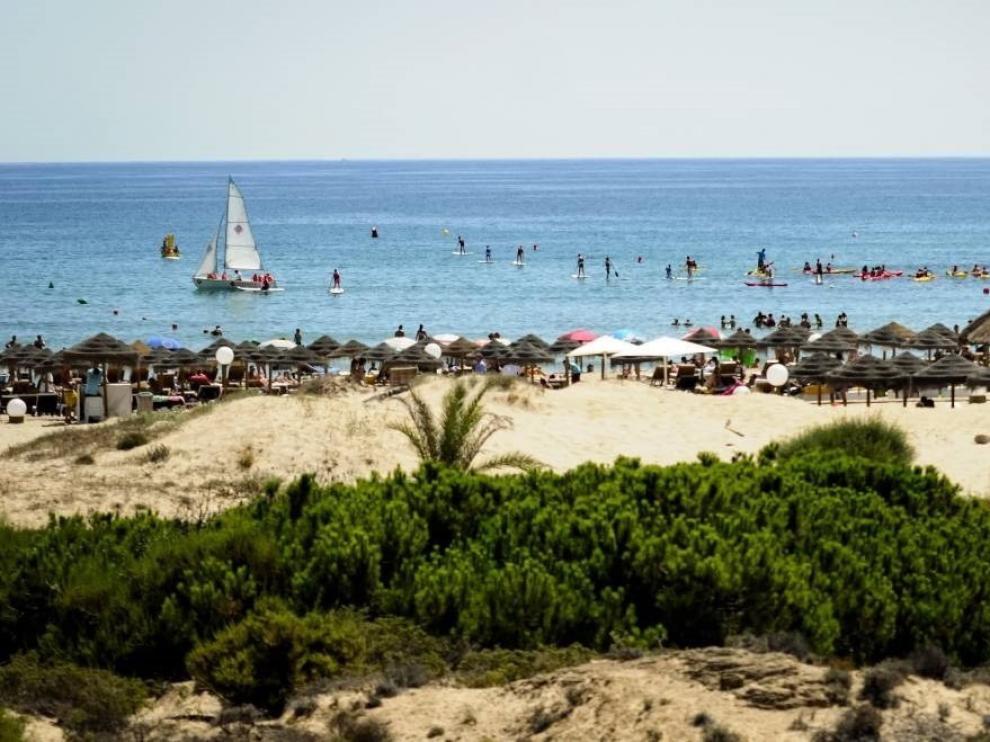 España lucirá 688 'Banderas Azules' este verano, 589 en playas, y mantiene su liderazgo mundial