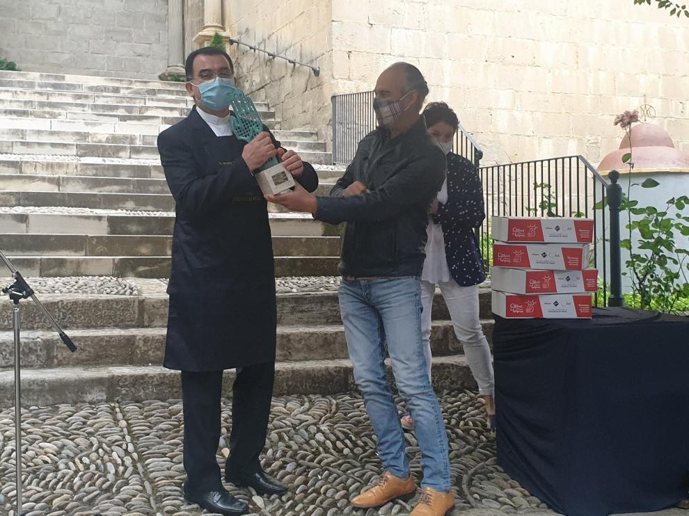 """El párroco de Graus, Ignacio Cardona, recibe el título de """"tastador"""" de 2020"""