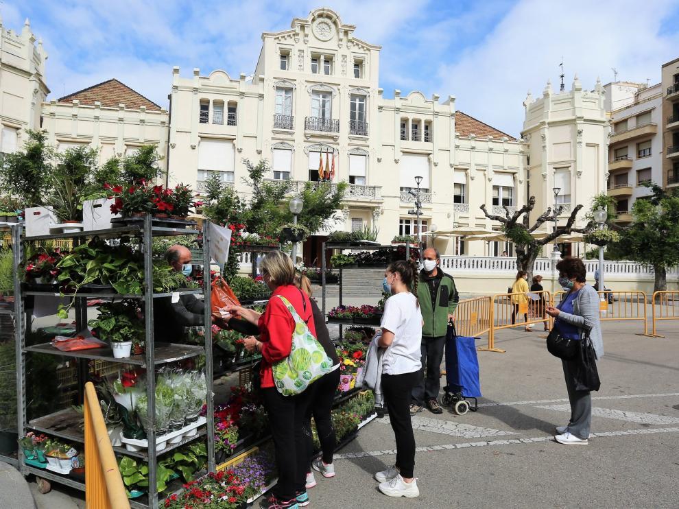 Los mercados Agroecológico y de Flores de Huesca reciben a más de 1.300 personas