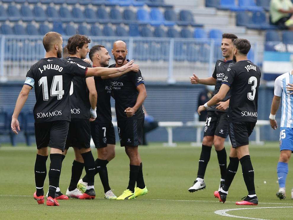 El Huesca gana en Málaga y reafirma su candidatura al ascenso (1-3)