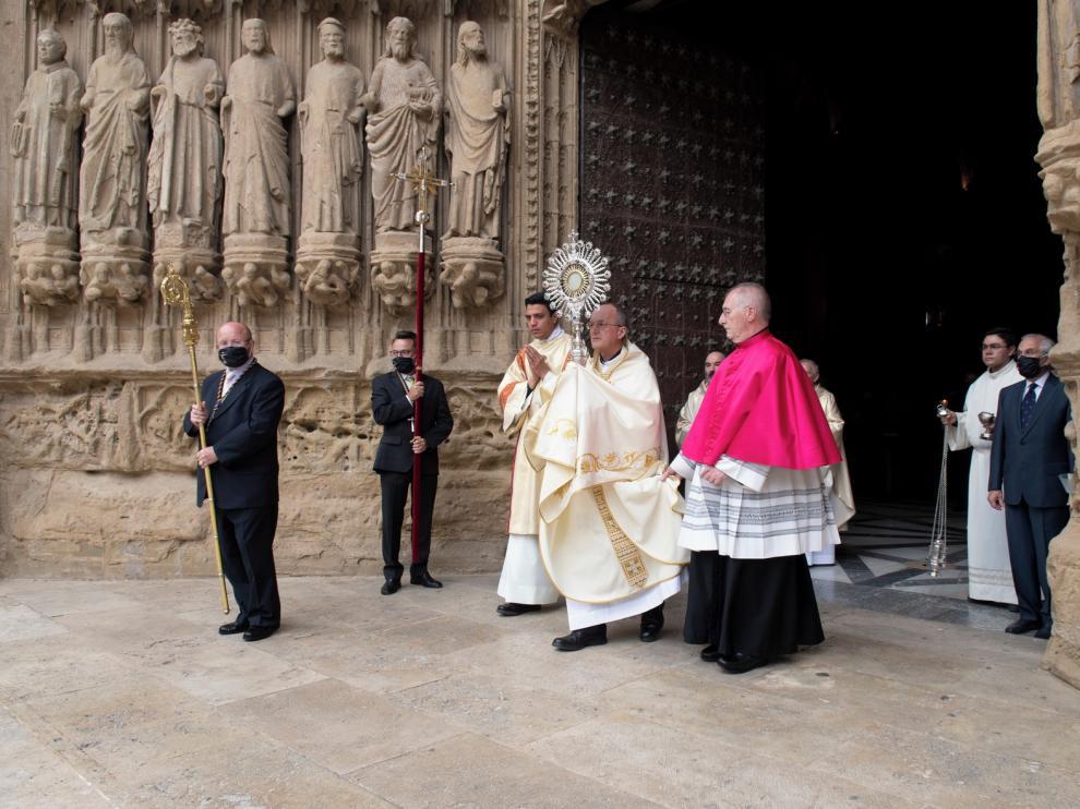 Los obispos Pérez y Ruiz celebran el Corpus Christi en las catedrales de Barbastro y Huesca
