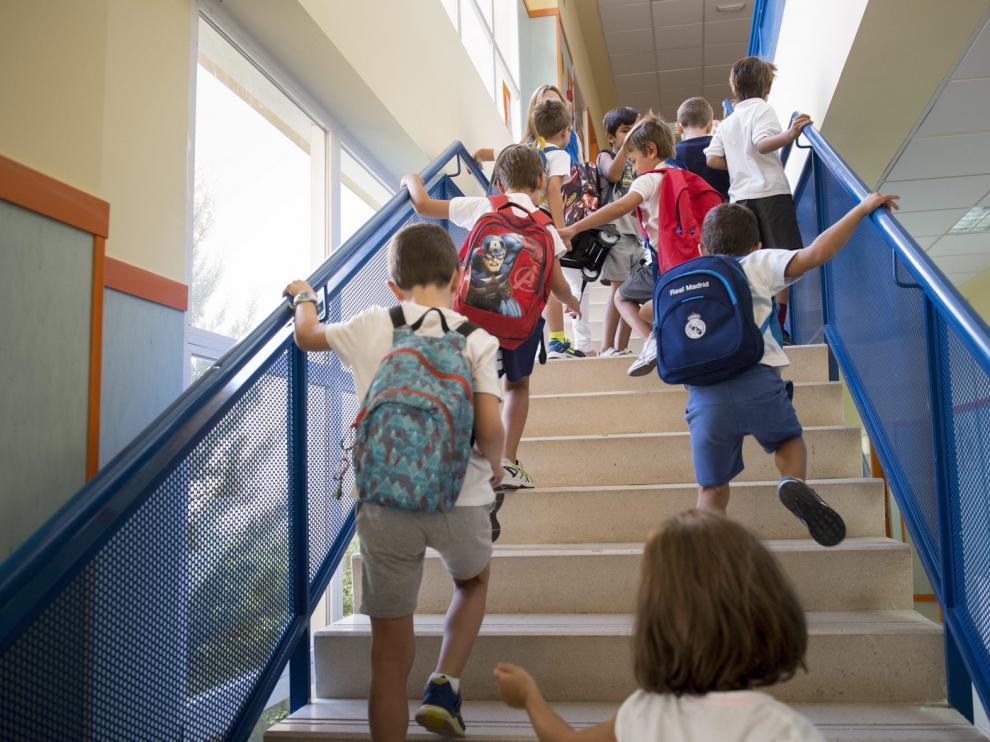 Celaá insiste en la distancia de 1,5 m en colegios pese a las críticas de algunas comunidades