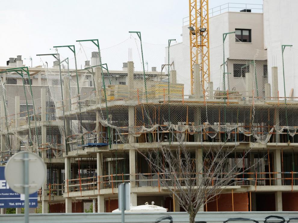 Servicios y construcción, los sectores de más subida del paro
