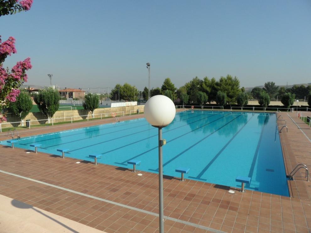 Fraga prepara la apertura de sus piscinas para el 1 de julio