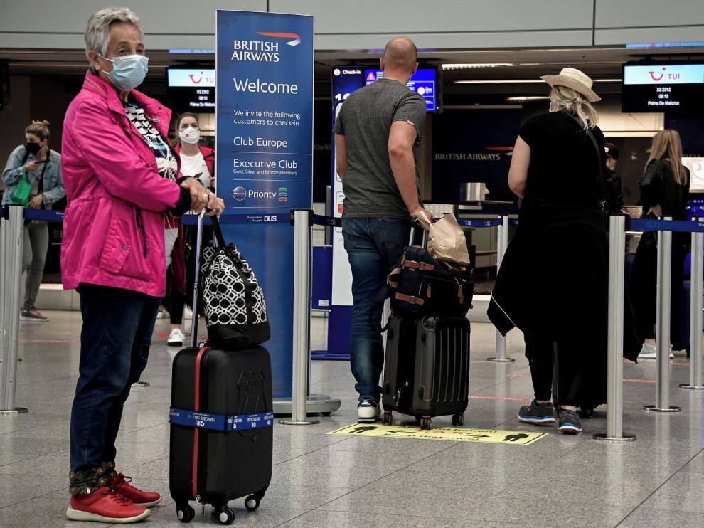 Europa comienza a reabrir sus fronteras al remitir la pandemia