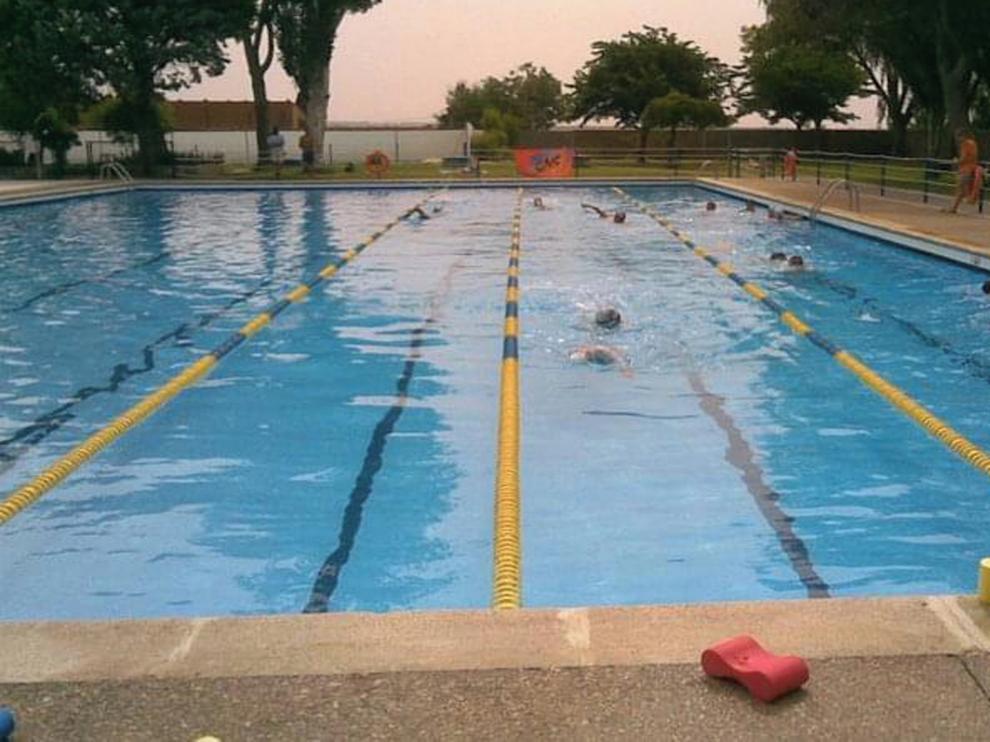 El Club Natación Sariñena, en desacuerdo con la no apertura de las piscinas