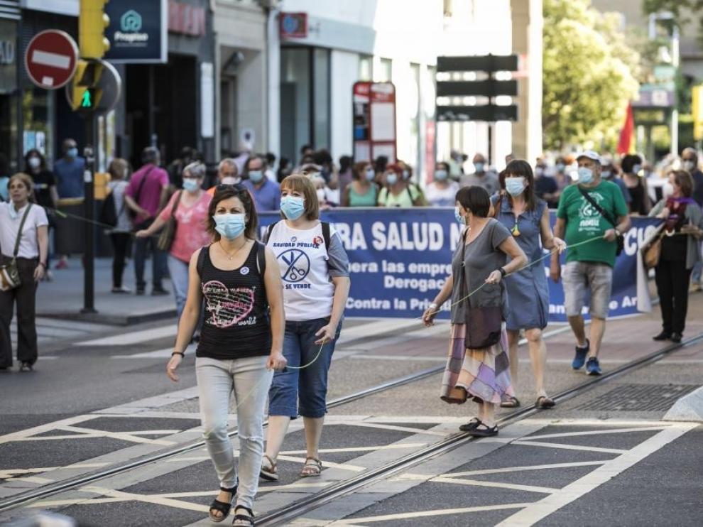 Varios colectivos salen a la calle en defensa de la sanidad pública