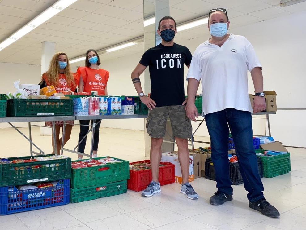 "La campaña ""Kilo-Foto"" logra 850 kilos de alimentos para Cáritas"