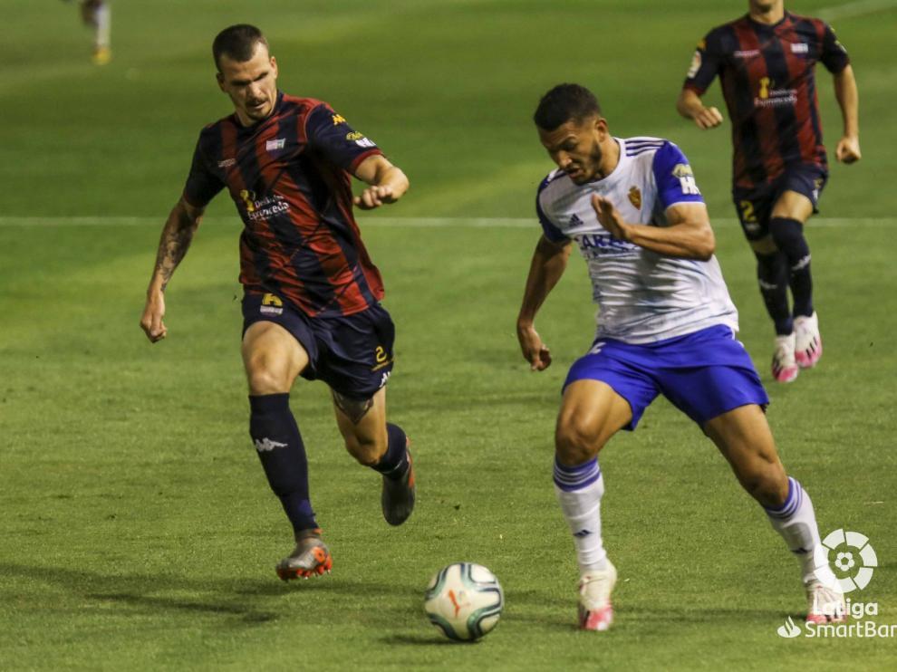 El Zaragoza remonta en Almendralejo y se coloca como colíder de la liga