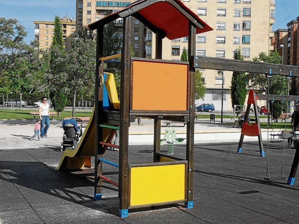 El ayuntamiento de Huesca trabaja en la desinfección de los parques infantiles de manera progresiva