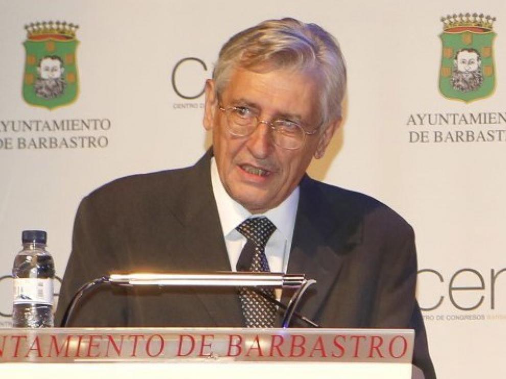 """El """"corresponsal 10"""", Ángel Huguet, sopla este miércoles 70 velas"""