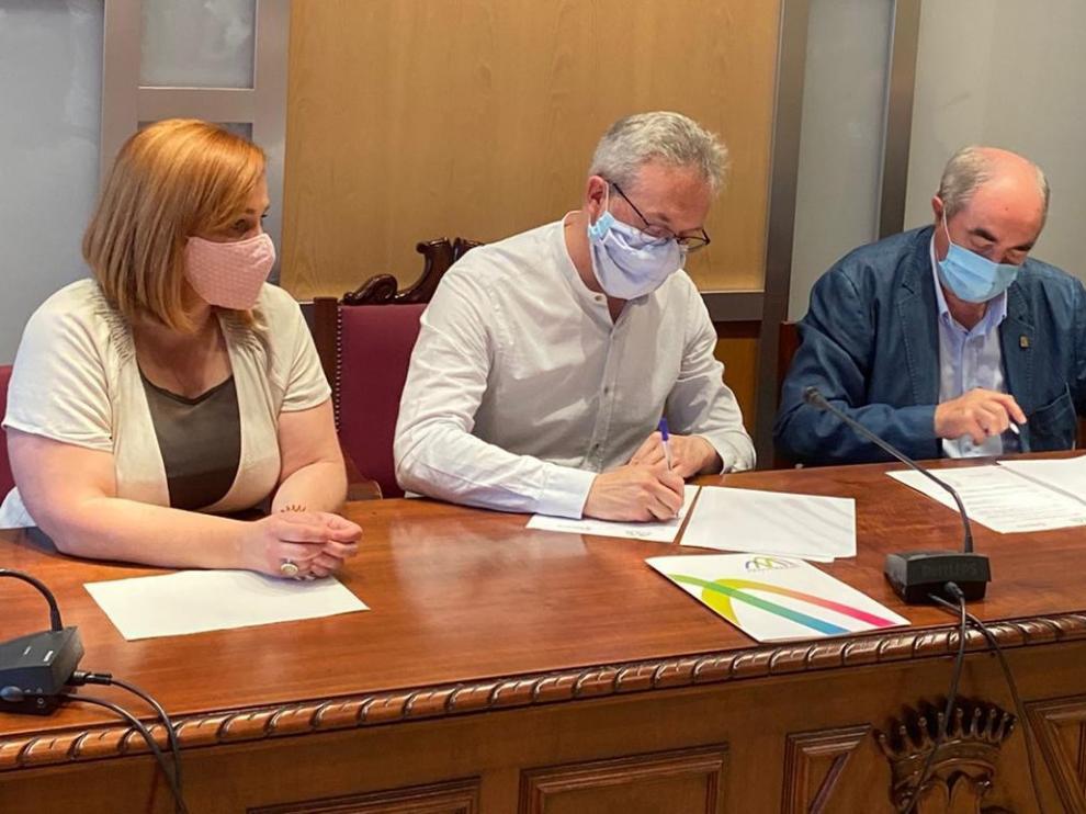 El Ayuntamiento de Jaca aporta 12.600 euros para la digitalización de quince comercios