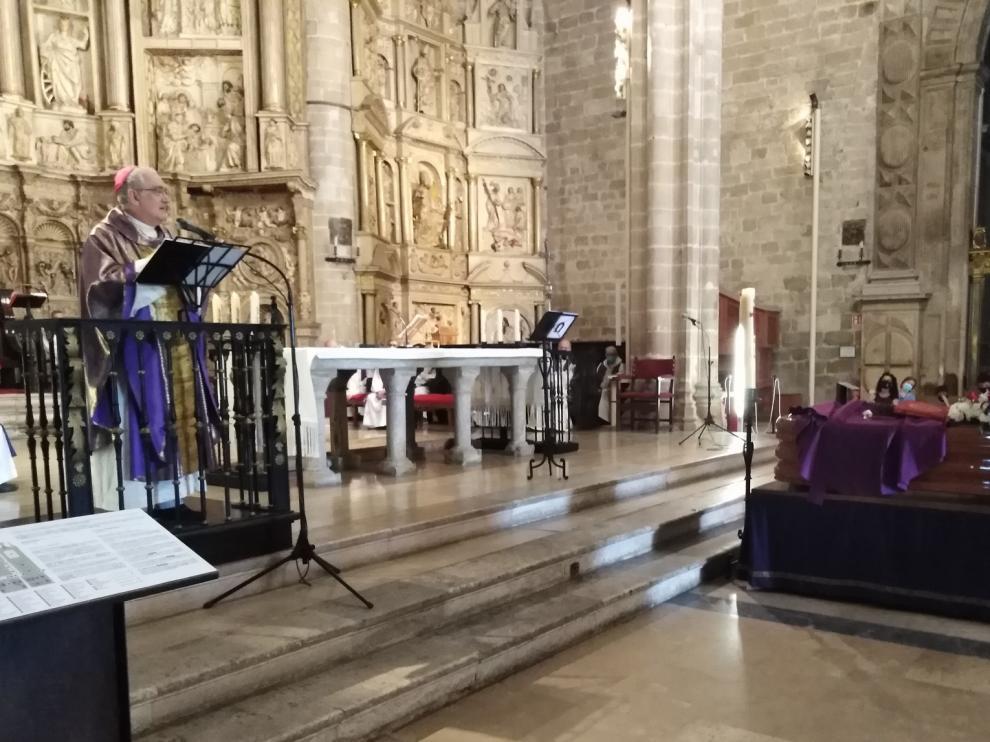 La catedral de Barbastro despide a Enrique Calvera