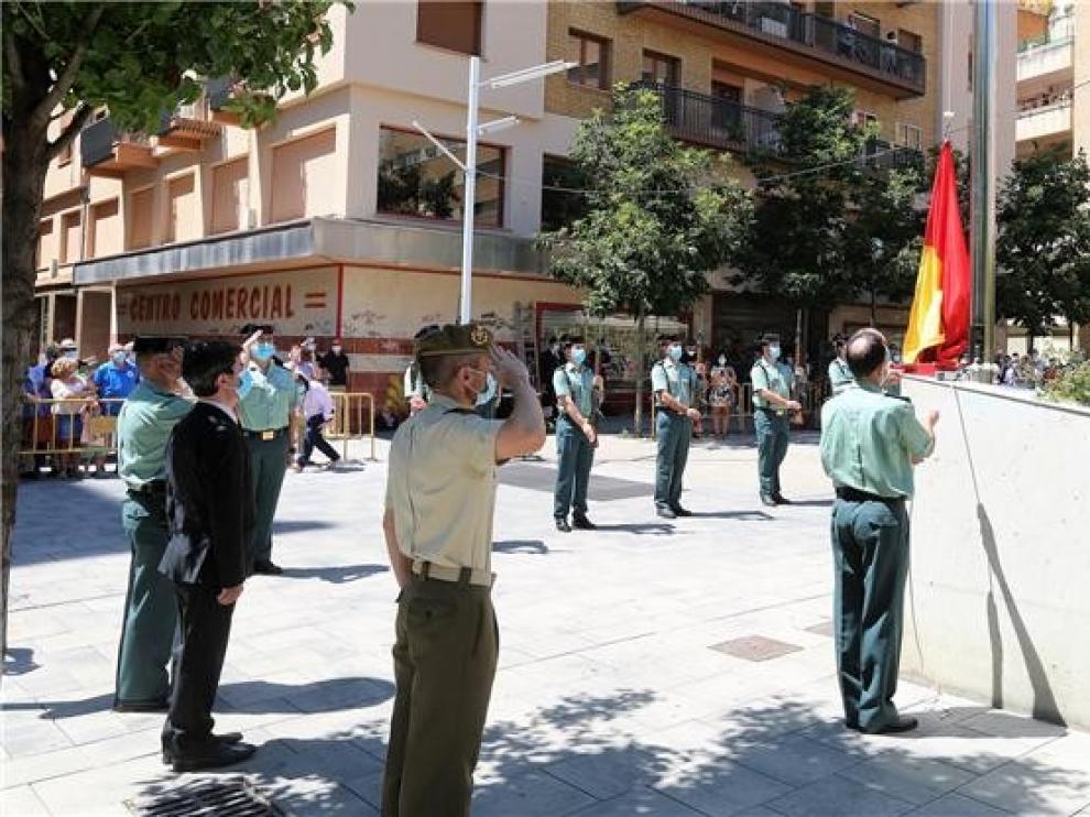 Homenaje a las víctimas del terrorismo e izada de la bandera donada por la Guardia Civil a la ciudad de Huesca