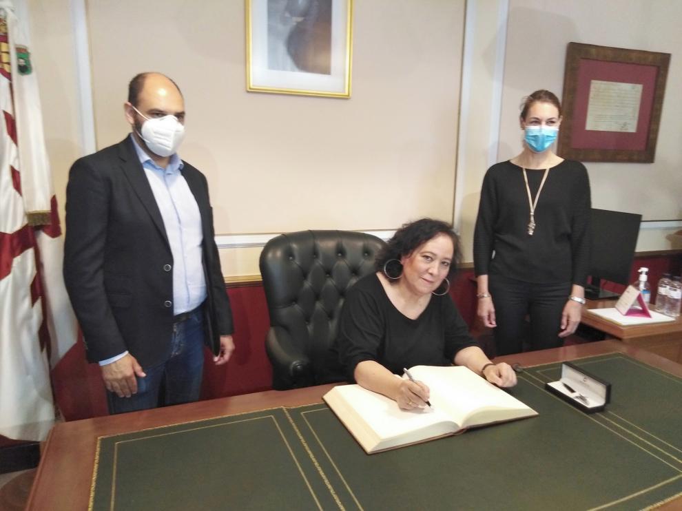 """Inés Plana: """"Es un honor firmar aquí y me lo llevo prendido en el alma para toda mi vida"""""""