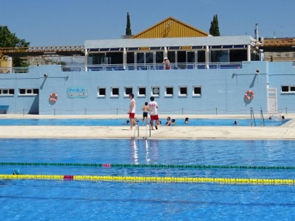 Las piscinas municipales de Huesca abren este miércoles con aforo limitado y dos turnos