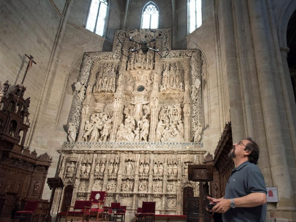 Drones y láser se adentran en la Catedral de Huesca para reproducirla en 3D