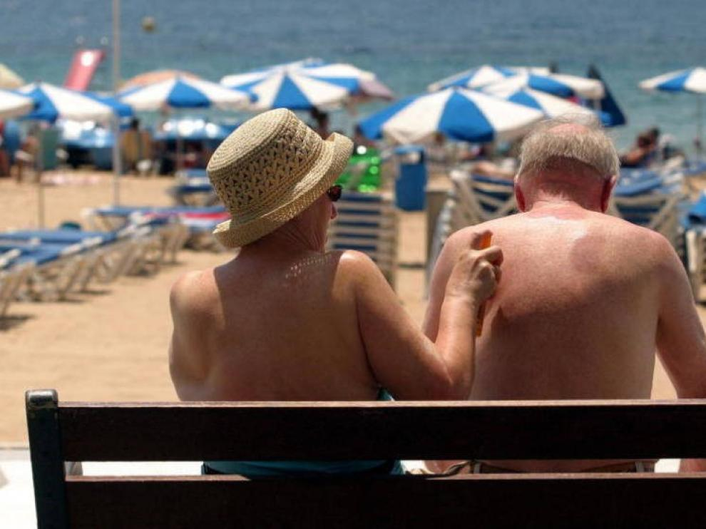 Crema solar bajo la mascarilla y precaución con hidrogeles este verano