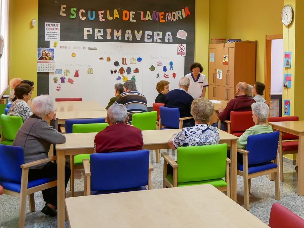 La Asociación de familiares y enfermos de Alzheimer de Huesca reanuda su actividad terapéutica y fisioterapéutica