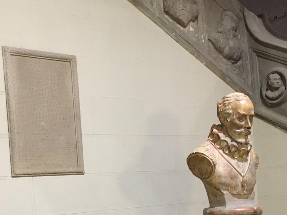 Patrimonio insta a Luis Felipe a que retire la placa franquista del Consistorio