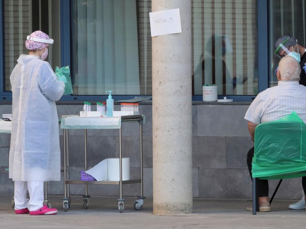"""Pilar Albás, coordinadora de enfermería en Fraga: """"Los rastreadores tiran del hilo y realizan una labor muy ardua"""""""