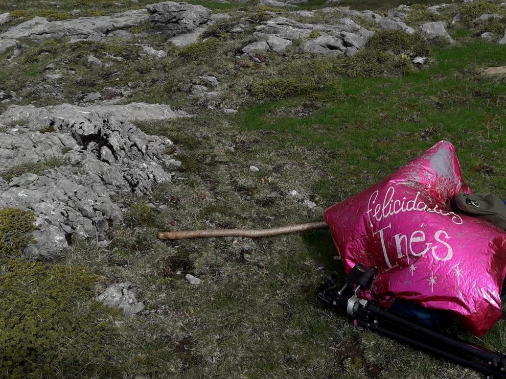Retiran restos de tiendas de campaña del ibón de Piedrafita