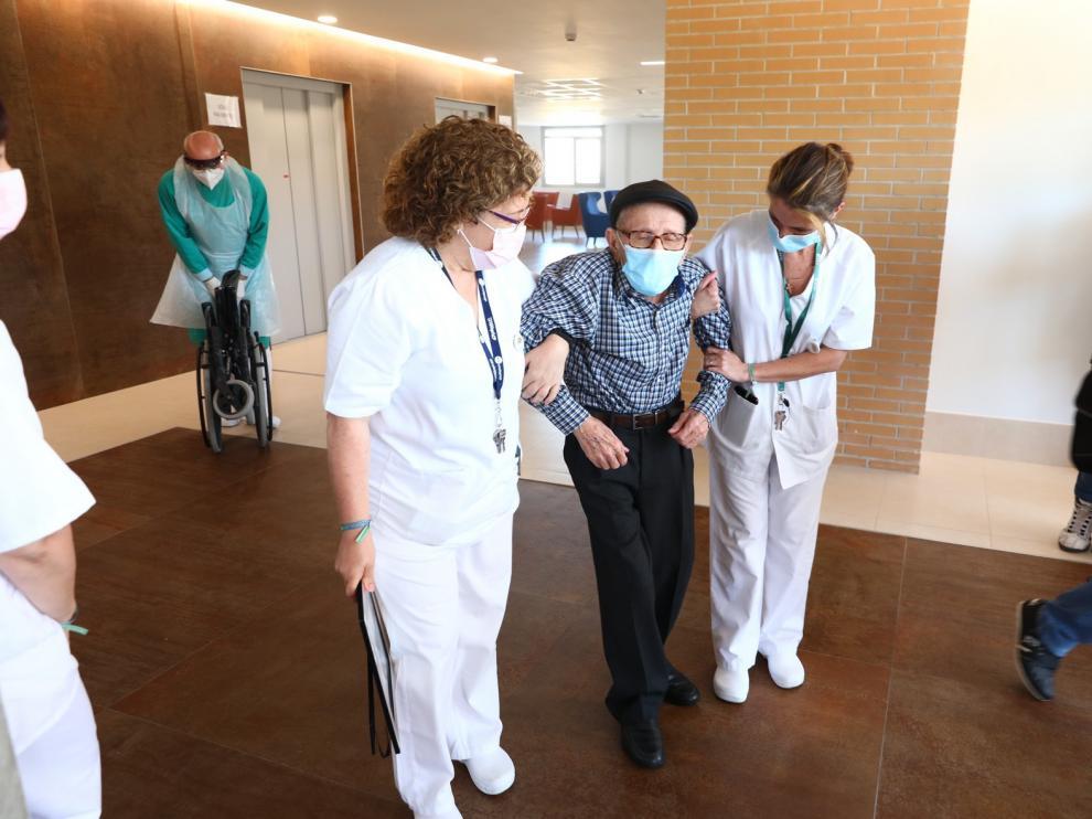 Eugenio, el último paciente de los centros covid en recibir el alta