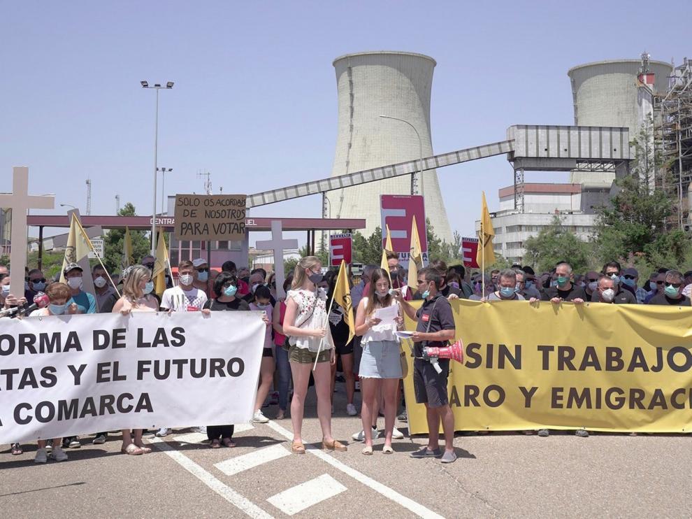 Indignación de trabajadores y vecinos por el cierre en Andorra
