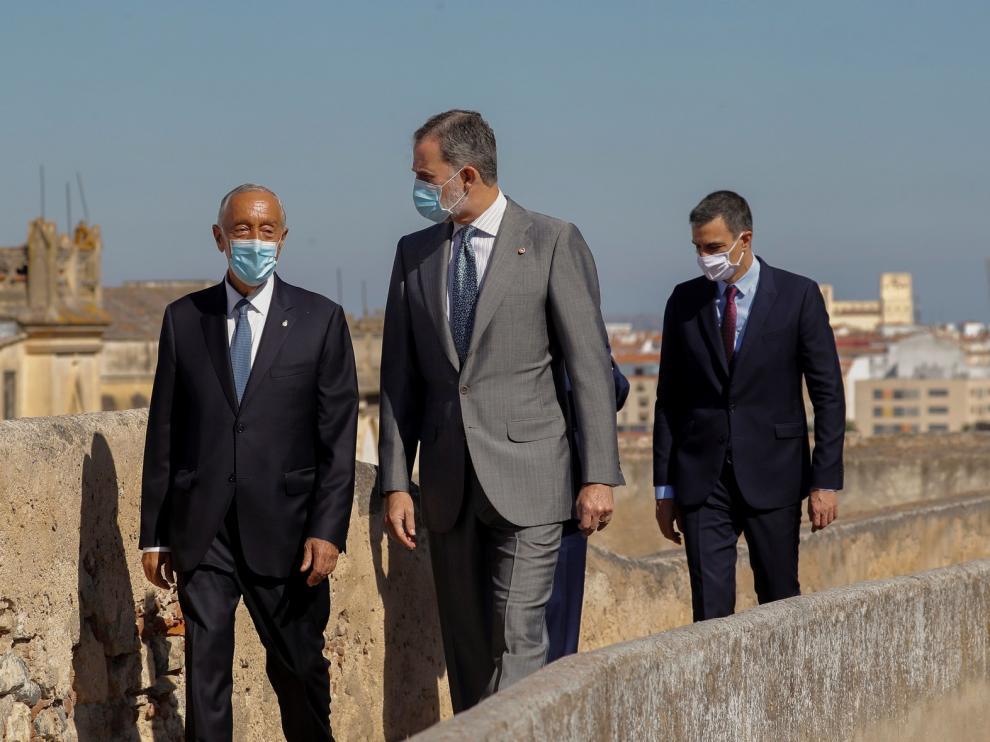 El rey, Sánchez y sus homólogos lusos simbolizan la reapertura de fronteras