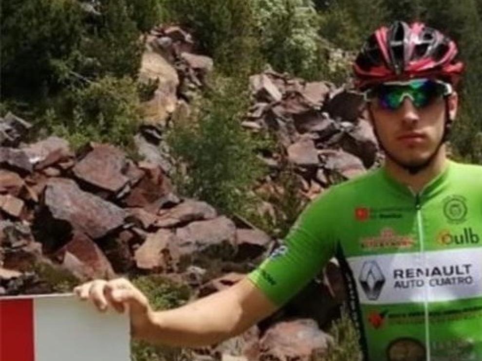 """Adrián Soriano: """"En el hospital me dijeron que tendría que dejar la bici, pero no me resigné"""""""