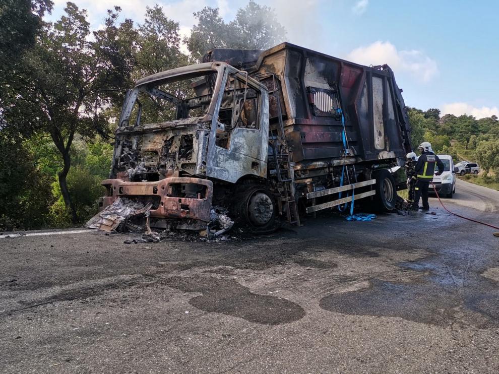Arde un camión de recogida de cartón entre Rodellar y Bierge