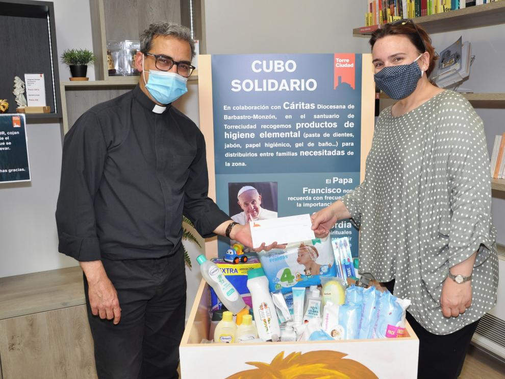 Torreciudad entrega las donaciones de sus fieles a Cáritas Barbastro-Monzón