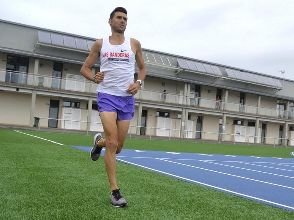 Camilo Santiago entrena en las pistas de Barbastro