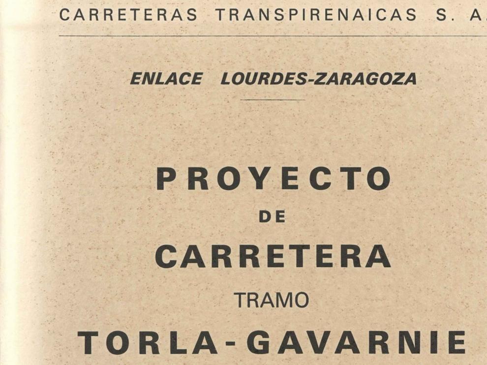 La familia Turmo-Candial hace entrega de quince libros a la Biblioteca del IEA