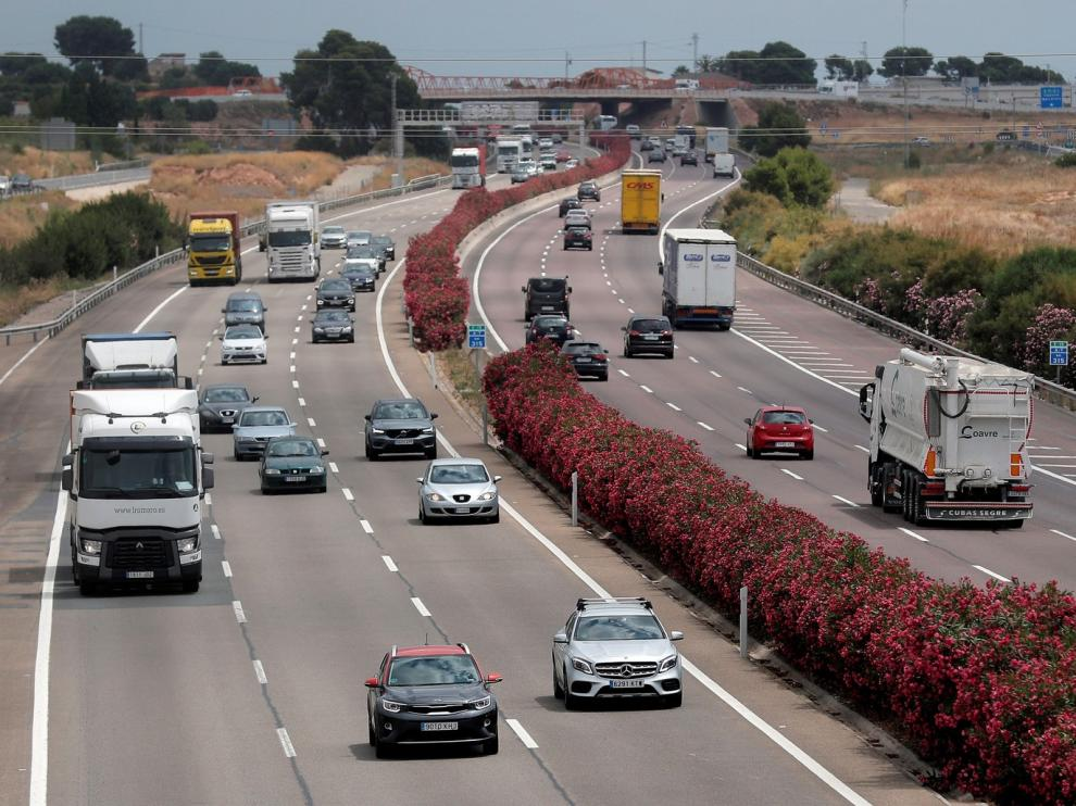 Tráfico intenso en la salida de capitales como Madrid, Barcelona y Sevilla