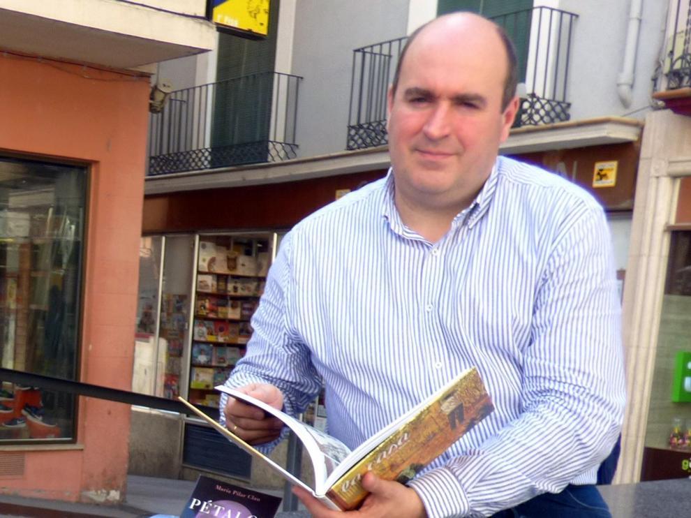 """Víctor Castillón: """"El premio es por la confianza y fidelidad de clientes y lectores"""""""