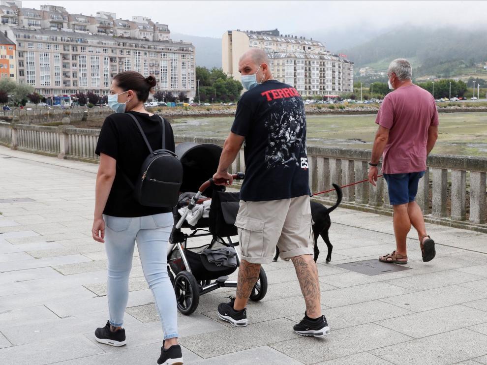 Un rebrote en Lugo aísla a 70.000 habitantes de una comarca y cierra los accesos a la playa