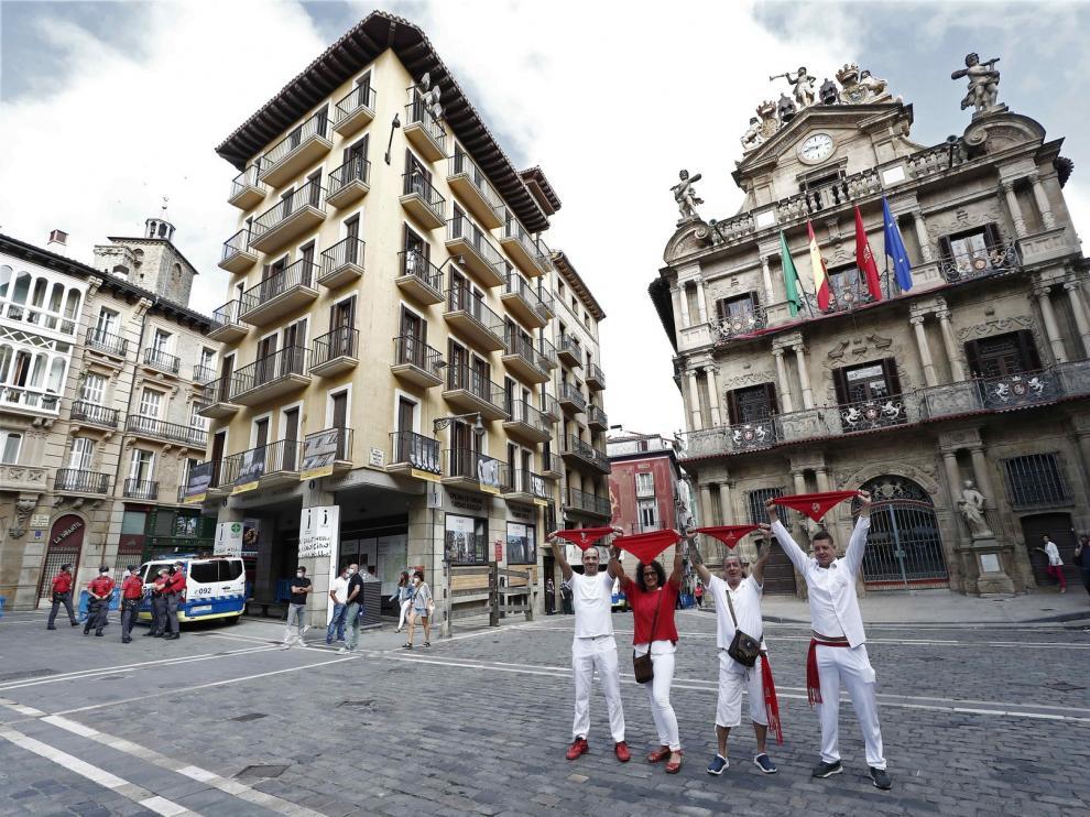"""El alcalde de Pamplona insiste en la """"prudencia"""" para no celebrar los Sanfermines y llama a esperar a 2021"""