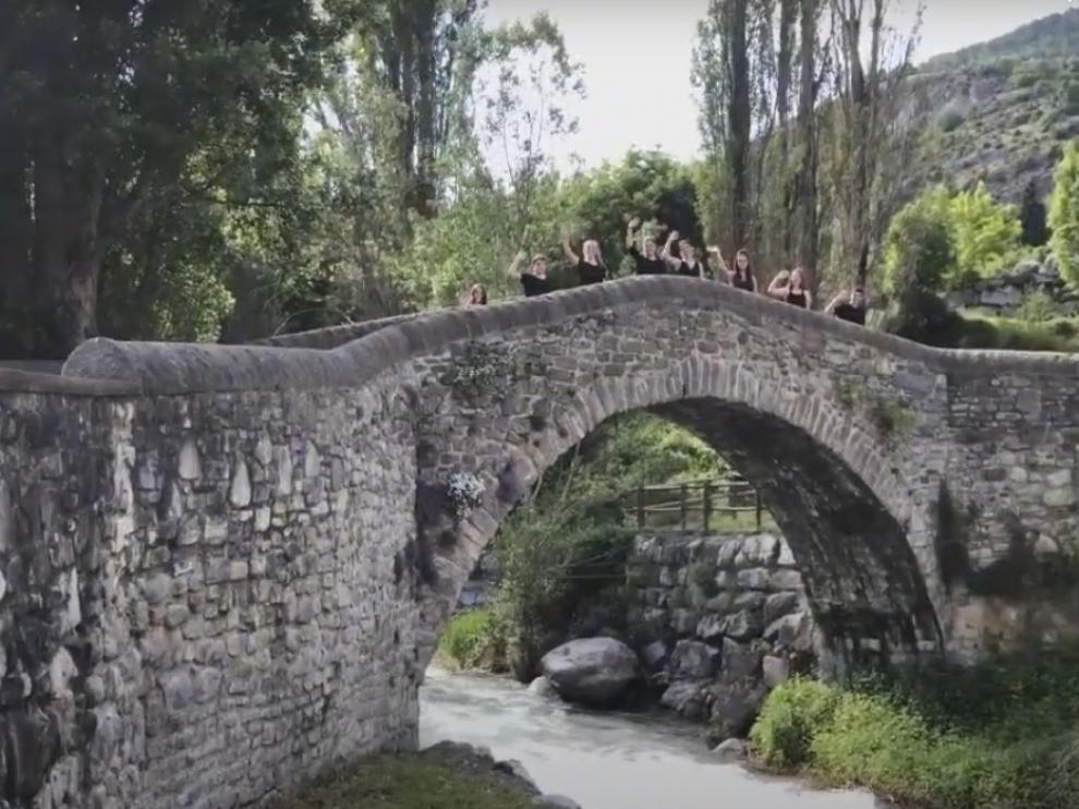 "Ocho estudiantes protagonizan un ""paseo musical"" por Panticosa"