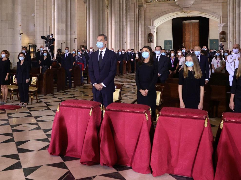 Los reyes y sus hijas, en el funeral por las víctimas del coronavirus