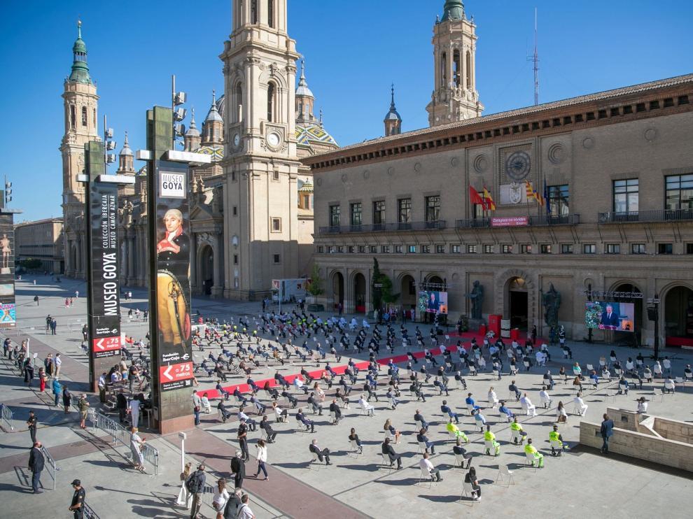 Flores blancas y acordes de violonchelo, el homenaje de Zaragoza a las víctimas la covid-19