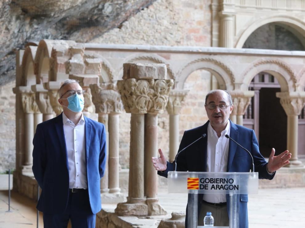 Los jaqueses reciben con aplausos a los reyes de España y Lambán les agradece su visita para relanzar el sector turístico
