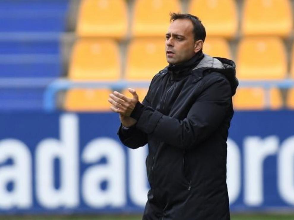 """Fran Fernández, técnico del Alcorcón: """"Para ganar vamos a tener que hacer un partido de diez"""""""