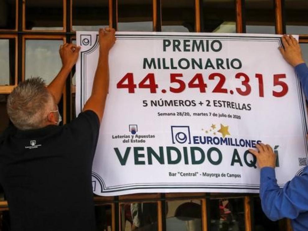 Una peña de 15 amigos de Mayorga en Valladolid se reparten 144 millones del Euromillones