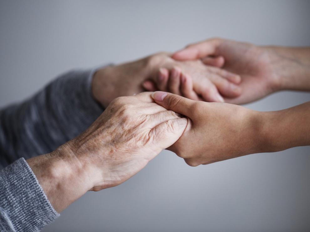 Los mayores podrán salir de las residencias aragonesas para estar con sus familias