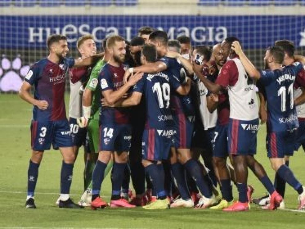 VÍDEO del golazo de Okazaki que le ha dado la victoria al Huesca frente el Alcorcón y GALERÍA DE FOTOS del partido y la afición